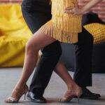 Bild von zwei Tanzschüler in der Leon Dance Art Tanzschule die einen Tanzkurs besuchen